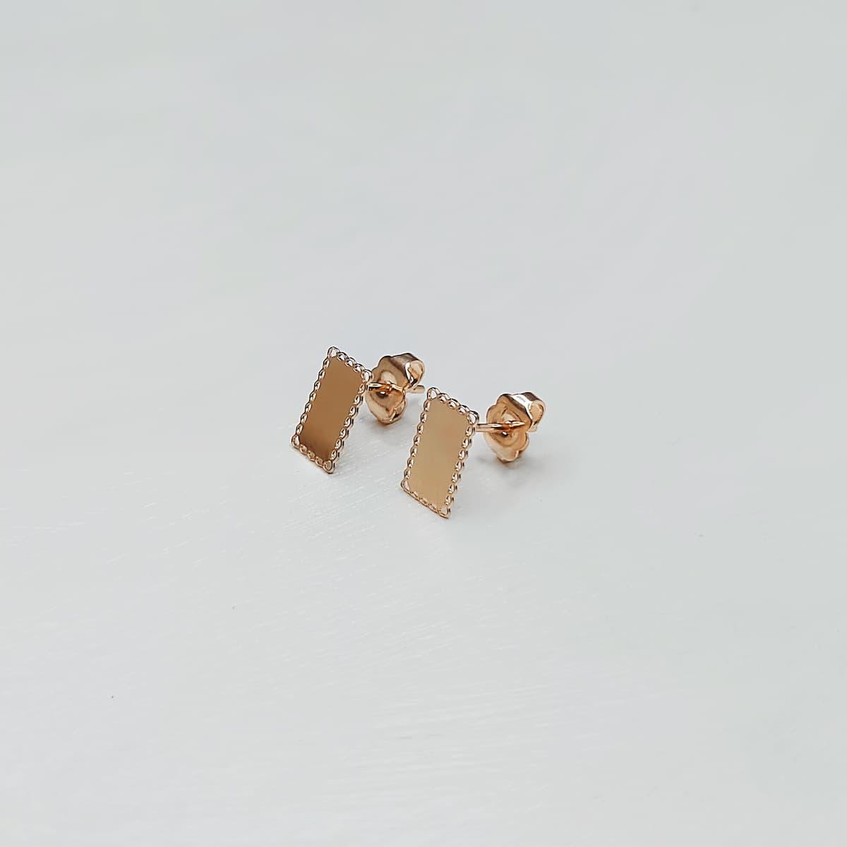 Puces d'oreille «Dentelle Rectangle» – Plaquée or