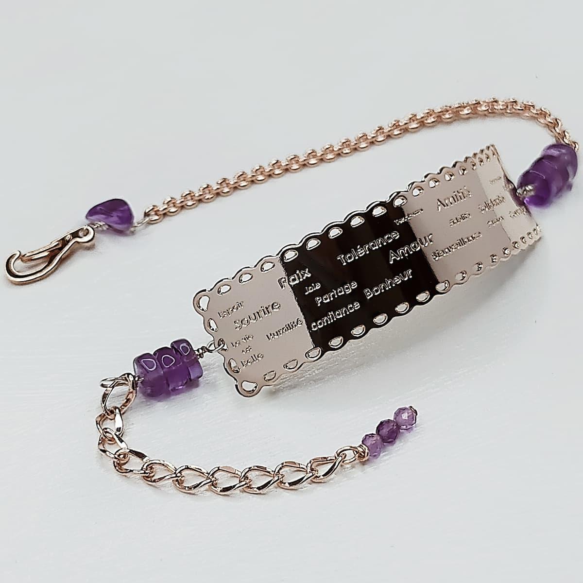Bracelet «dentelle de l'amour» et pierres naturelles Améthystes