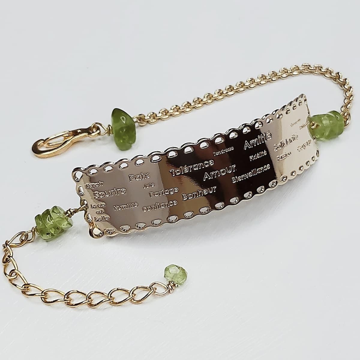 Bracelet «dentelle de l'amour» et pierres naturelles Péridot
