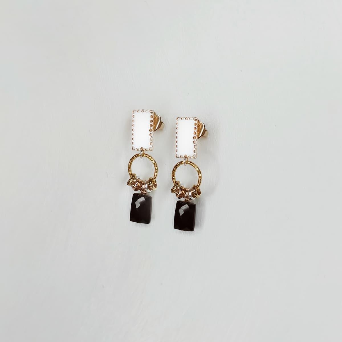 Boucles d'oreilles «Dentelle rectangle» plaquées or et pierre Onyx